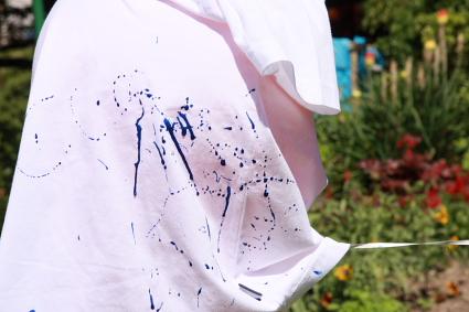 Punchball unter dem T Shirt